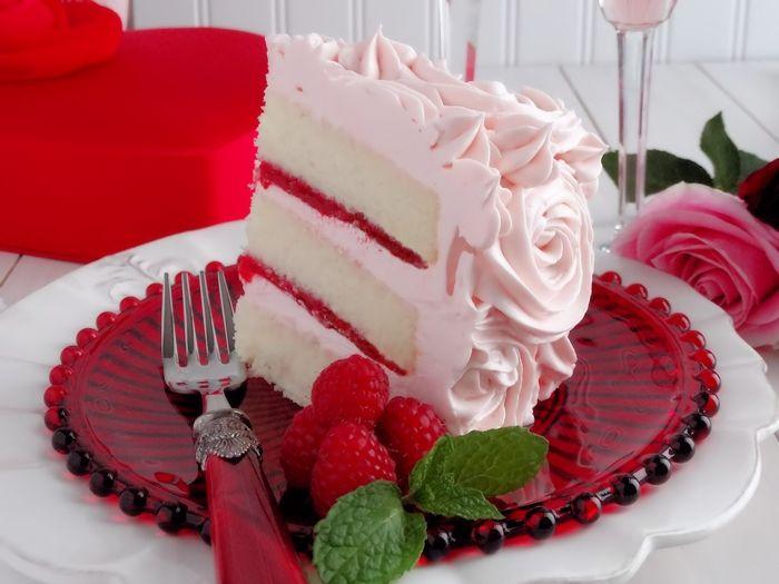 Samtkuchen in Rosa-Leckere Lösung zum Valentinstag-Dessert Pink Erdbeeren Herzform Valentinstag