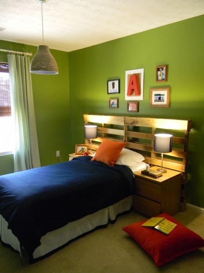 Schlafzimmer grüne Wände-DIY Kopfteil Europalette