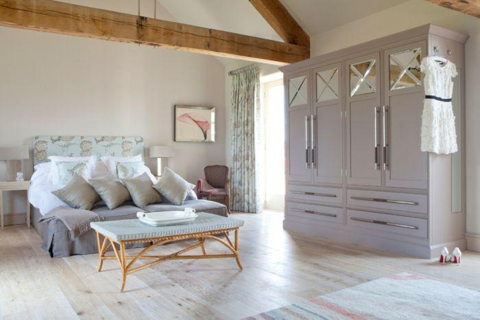 Schlafzimmer in zarten Pastellfarben-großer Kleiderschrank Farbkombination