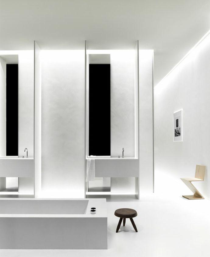 Schlichtes Bad in Weiß-moderne Badgestaltung