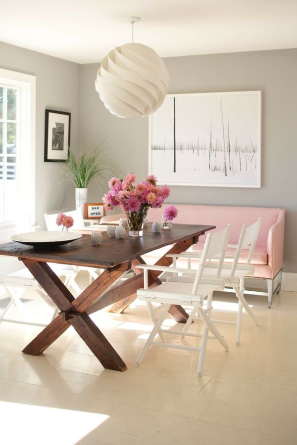 Schwarz-weiße Wandbilder wirken als Grundlage im Interieur und tragen zur ausgleichenden Raumwirkung bei-Einrichtung Wohnzimmer Esszimmer
