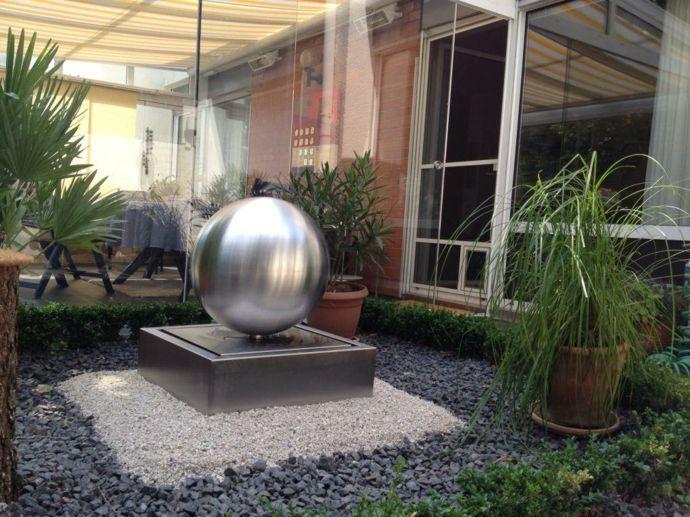 Silberner Brunnen für den Innenhof -Ideen mit Zimmerbrunnen