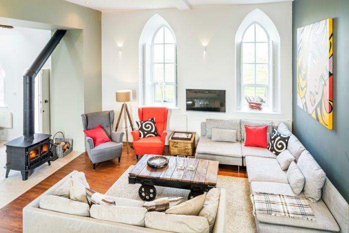 Sitzgelegenheiten für alle sieben Gäste des Ferienhauses-Altbau Renovierung Ziegelbau Zementfliesen ländlich rustikal