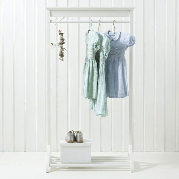 Skandinavischer Kleiderständer- Skandinavisches Design
