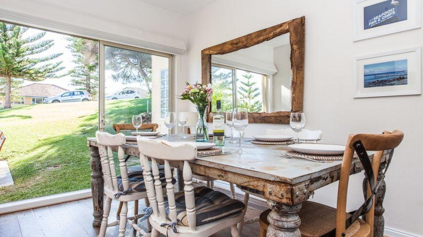 Holzstuehle Im Esszimmer : Sollte man zu einem rustikalen esstisch unbedingt auch