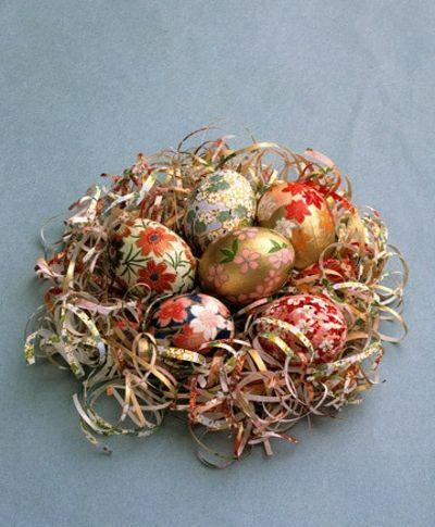 Stilvoll bemalte Eier-Tisch Dekoration Ostern