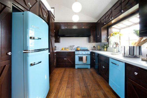 Tapfere Farbakzente stehlen die Schau-Retro-Kühlschrank in Hellblau