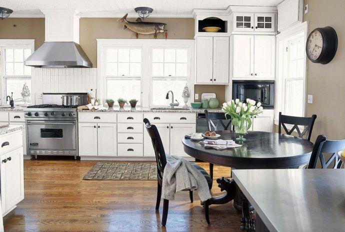 Taupe Wandfarbe weiße Schränke dunkler Holztisch-Küchenmöbel Design