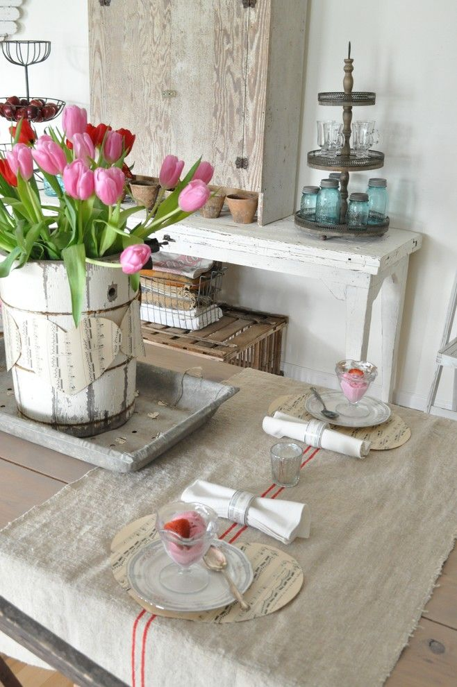 Tisch Dekoration mit Tulpen-Valentinstag Shabby Chic Interieur Dekor