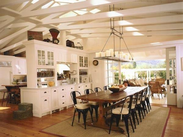 Tolix-Stühle in Schwarz-Holztisch rustikal Landhausküche Stühle aus Metall