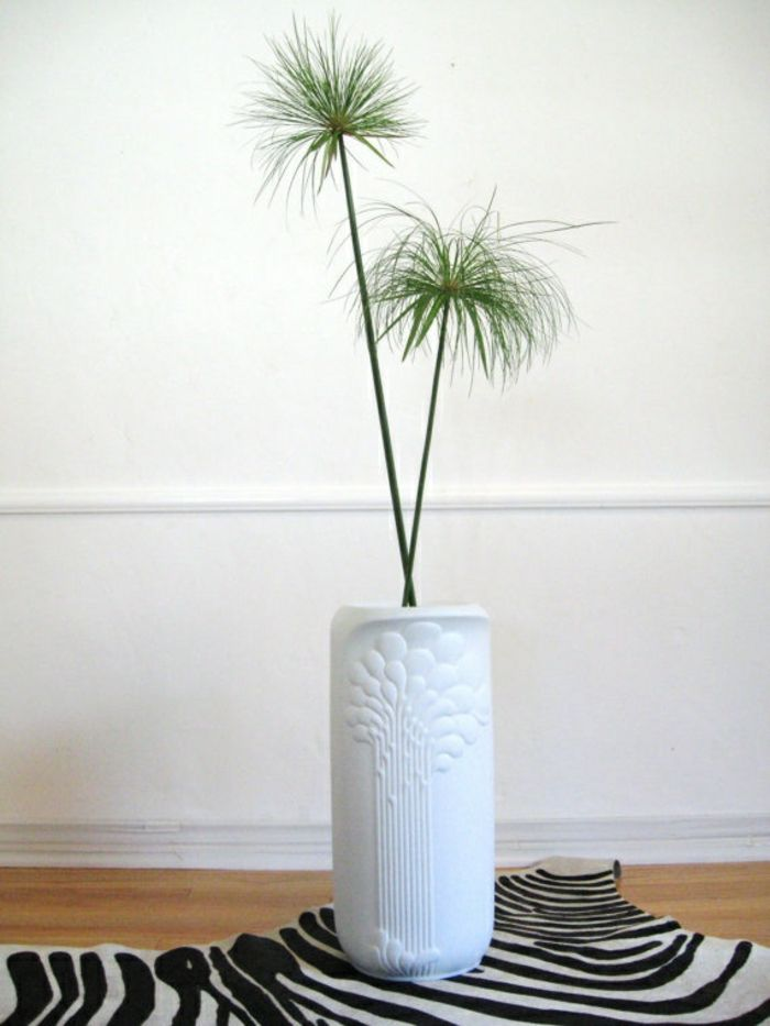 Traditionelle Bodenvase aus Keramik in Weiß-Dekorative Bodenvasen im zeitgenössischem Design