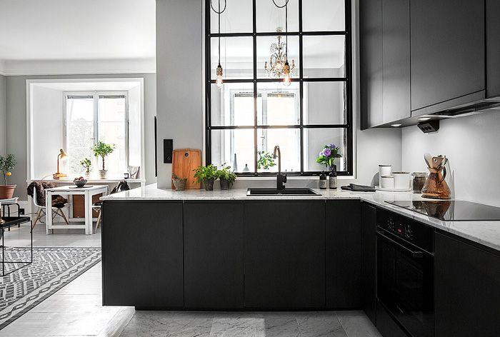Traumküche mit überzeugender Ausstattung-Küchentrends Design Küchenmöbel schwarze Küchenfronten Arbeitsplatten Marmor
