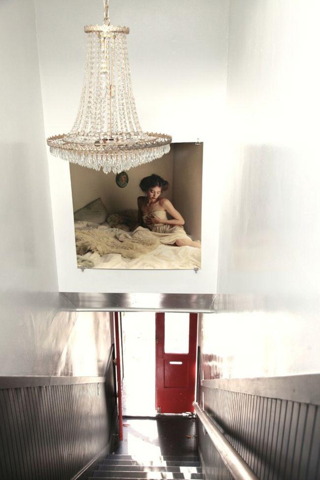Treppenhaus und klassischer Kristall Kronleuchter-Eklektische Wohnung Vintage rustikal