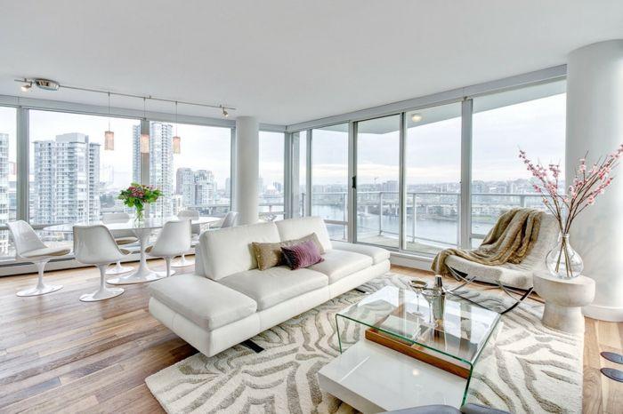Ultramodernes Wohnzimmer mit Glaswänden in Weiß-Couchtisch aus Glas Eleganz Modernität Wohnzimmer Einrichtung