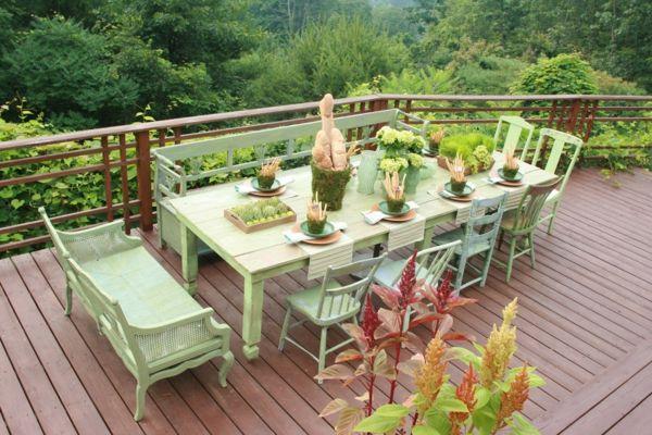 Verschiedene Sitzmöbel in der gleichen Farbe streichen-rustikal Esstisch Holzstühle Sitzbank