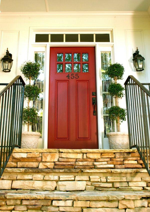 Vertikal gegliederte Außentür mit einfacher Türumrahmung-Haustür Eingangstür