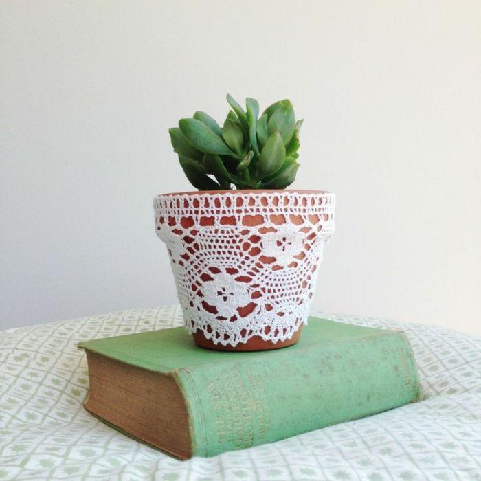 Wählen Sie Spitze für einen delikaten Look-Zimmerpflanzen Sukkulenten DIY Häkelspitze Blumentopf