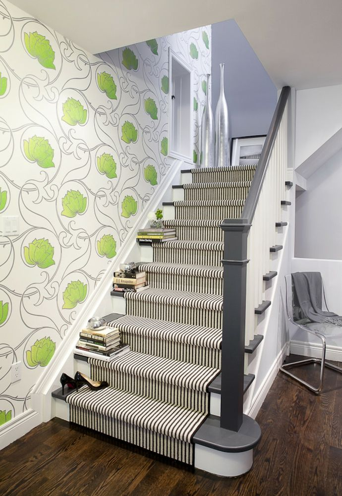 Wandtapeten und gestreiften Läufer-Кorridor interior ideen