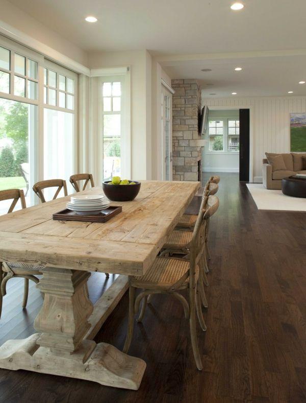 Wegen den gleichen Nuancen passen der Esstisch und die Stühle prima zueinander-Esstisch Massivholz rustikal Landhausstil