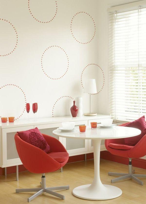 Weiße Wände im Wohnzimmer mit Schablonen gestalten-idee schablone