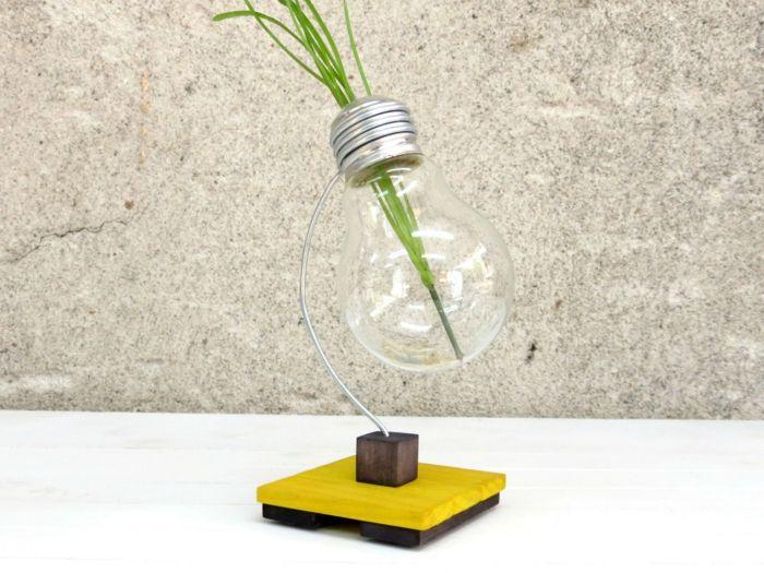 Wiederverwendete Glühbirne im Dekor-Accessoires Vase