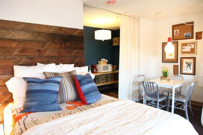 Wiederverwertung von Altholz im Schlafzimmer-DIY Kopfteil Europalette