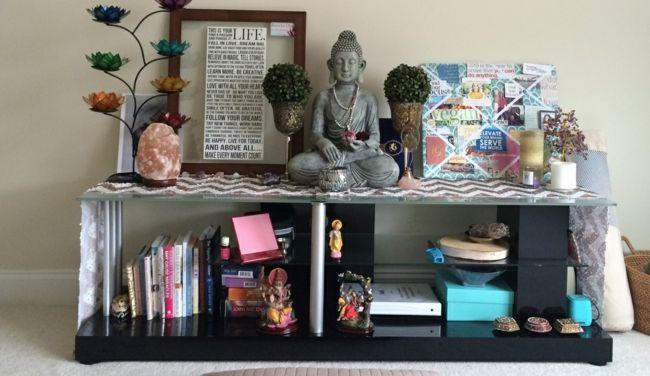 Yogaraum, Buddahfigur, Altar, Meditation