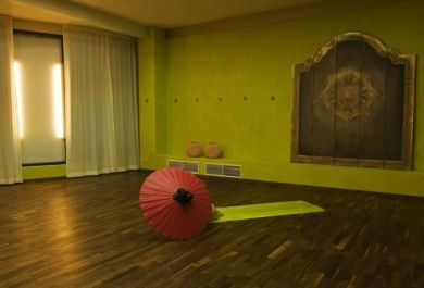 Wie richte ich meinen yogaraum ein for Innenarchitektur yoga