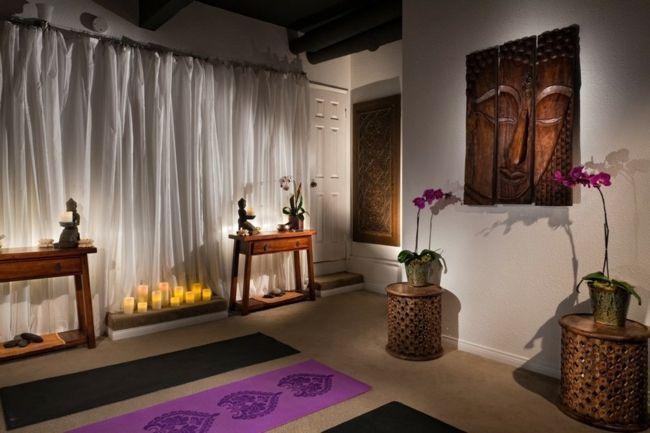 Yogaraum, Yogamatte, Buddah-Figuren, Wanddekoration, Kerzen, Gardinen, Beistelltisch