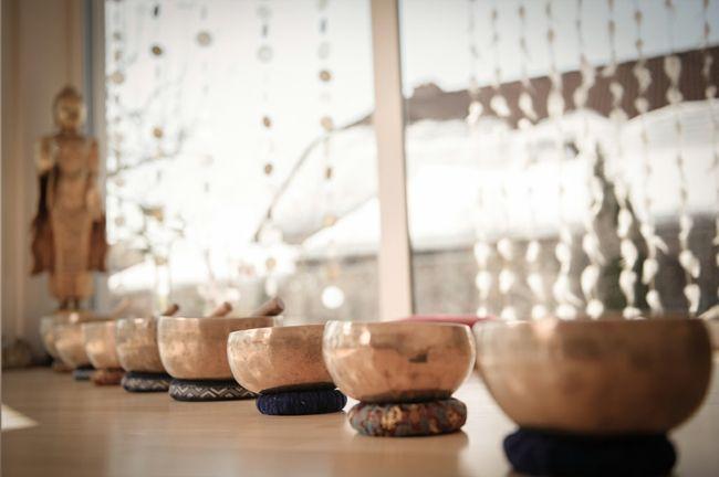 Yogaraum, tibetische Klangschalen, Meditation