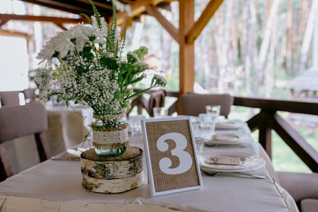 Zartes Blumensträußchen in Weiß-Tischdeko Hochzeit