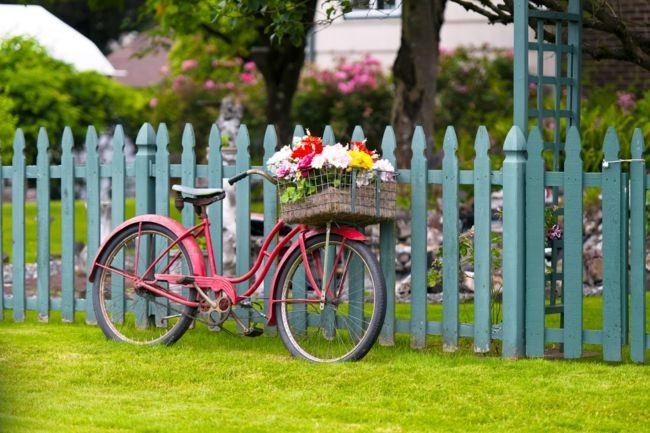 alte Gegenstände zum Anpflanzen von Blumen verwenden Gartendeko - Ideen