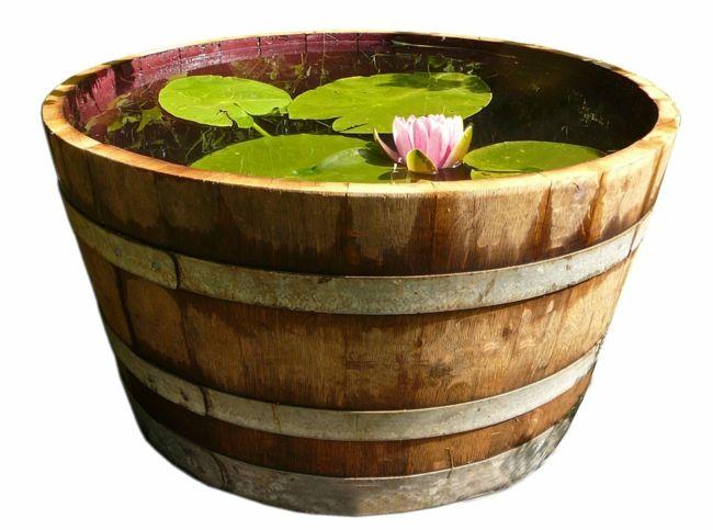 alte Weinfässer als Gartendeko verwenden Gartendeko - Ideen