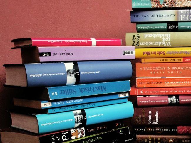 bunte Bücher als Deko-Schöne Deko-Ideen