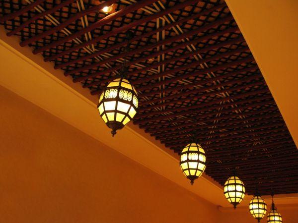 schmiedeeiserne Leuchten sehen auch im Innenbereich wunderschön aus-Wohnaccessoires Ideen