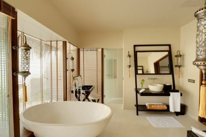 Badezimmer mit runder Badewanne