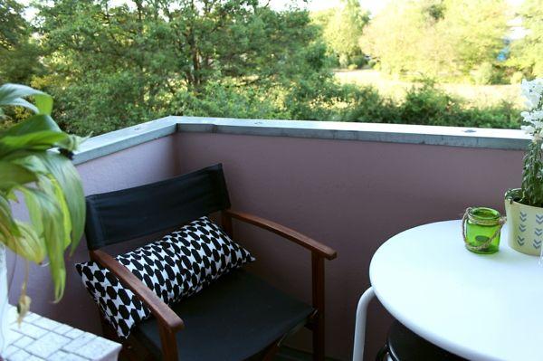 Balkoneinrichtung schwarz-weiß Outdoor-Möbel