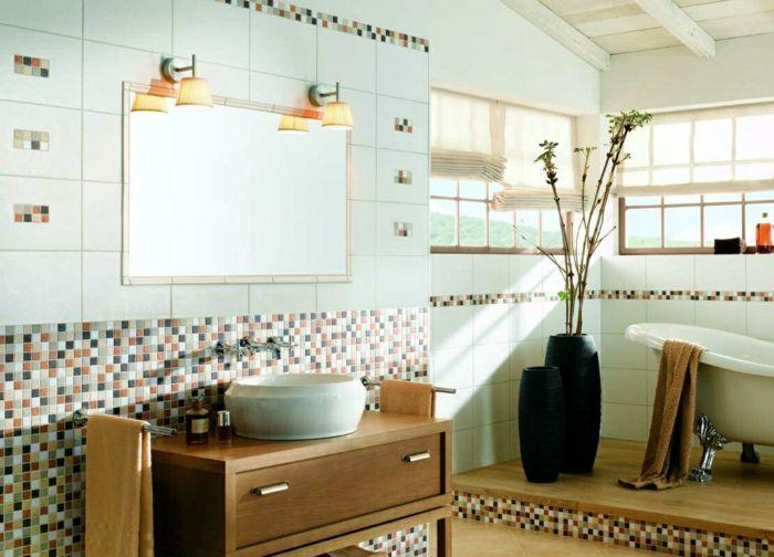 Bdezimmer mit Badewanne und Holzboden