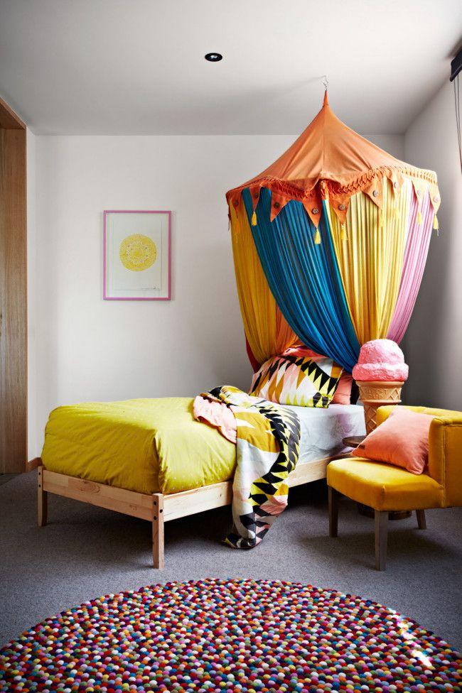 Bunte und eklektische Einrichtung, denn im Kinderzimmer sollte es nicht langweilig sein-Kinderzimmer Farbwahl Hängezelt