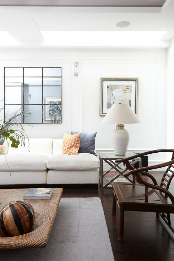 Das Wohnzimmer wird durch den Wandspiegel vergrößert und aufgehellt-Eklektisches Wohnzimmer auffälliger Couchtisch