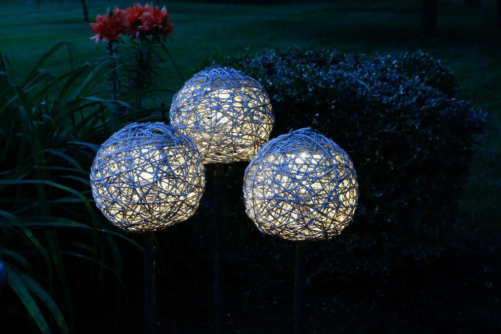 Das schöne Endergebnis mit mehreren Schnurlampen-DIY Stahlampen Garten