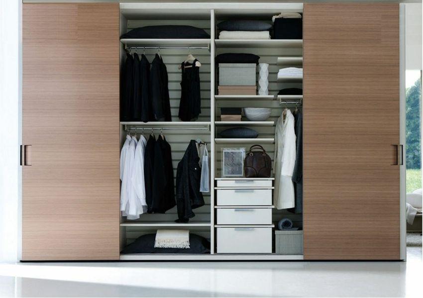 Designer Kleiderschrank Holz horizontale Rillen