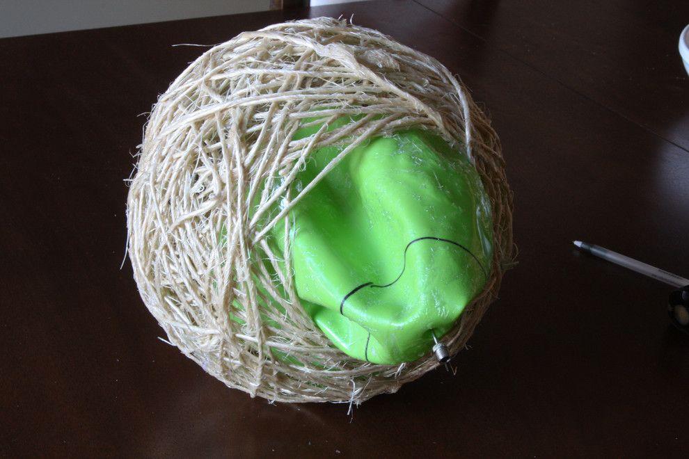 Die Luft aus dem Gummiball auslassen-Seillampe klein