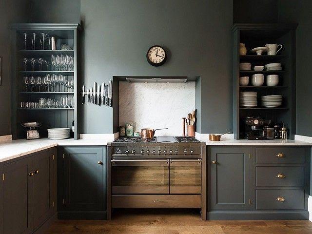 Dunkle Küchenfronten-Küchenrenovierung waldgrün