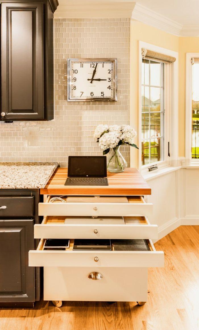 Elegante platzsparende Möbel bieten Auflademöglichkeiten für Ihr Smartphone und iPad-Designerküche Holzboden
