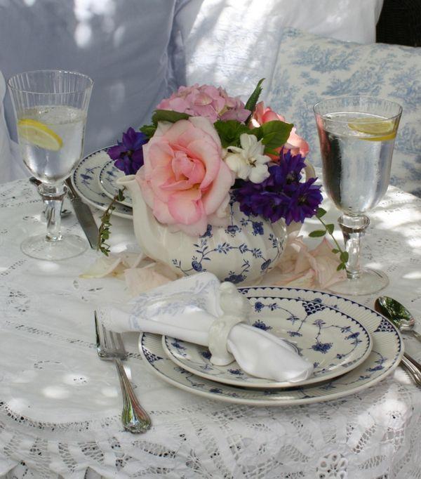 Erfrischende Getränke an den warmen Sommertagen-Tischdeko Garten