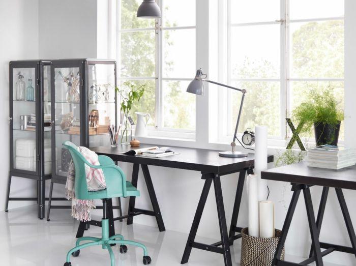 Farbkontraste im Home Office-Heimbüro Ikea Tischplatten Arbeitsleuchten