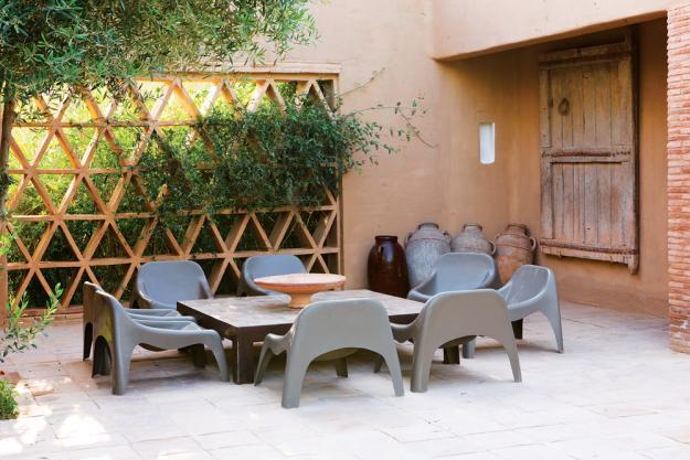 Gartenmöbel-Set mit Retro-Aussehen für im Freien verbrachte Stunden-mediterran Gartentisch