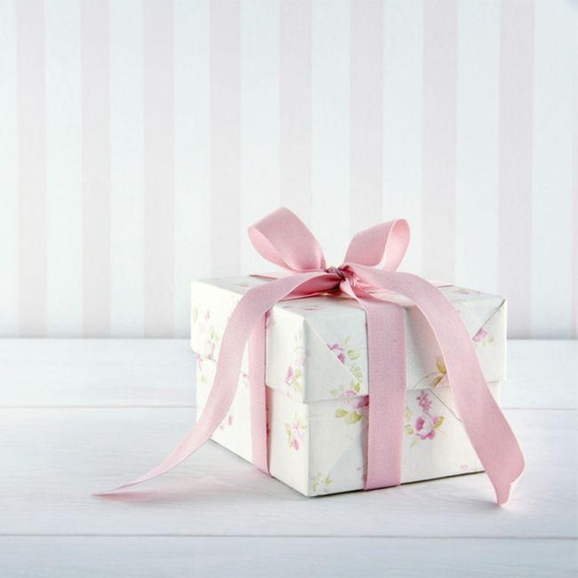 Geschenkbox Rosa Weiß Schleife Satin