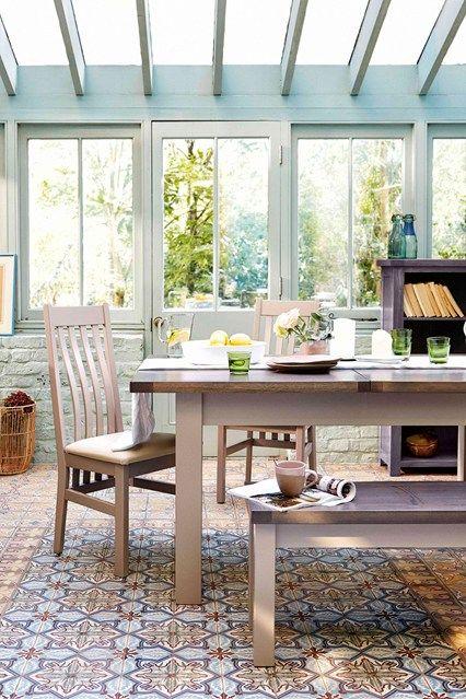 Gewächshaus Glas Mosaikfliesen französisch Möbel